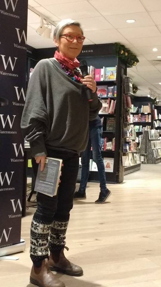 waterstones-christmas-cracker-2016